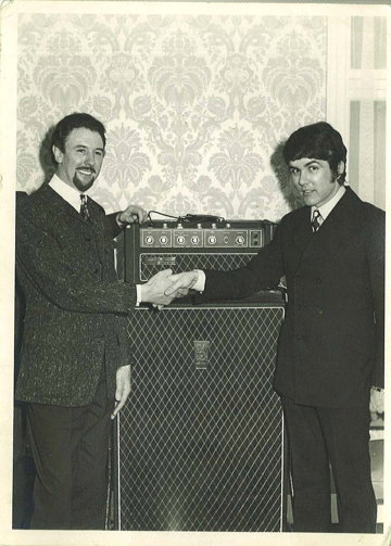 Dick Denney and Dave Clark with a Vox Supreme, April 1967